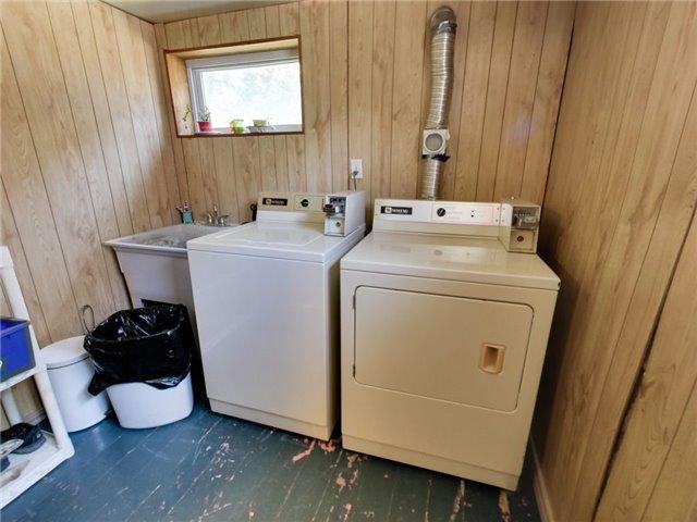 Duplex at 46 Lorne St, St. Catharines, Ontario. Image 5