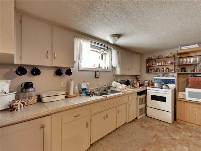 Duplex at 46 Lorne St, St. Catharines, Ontario. Image 7