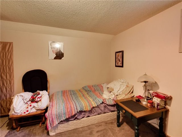 Duplex at 46 Lorne St, St. Catharines, Ontario. Image 10