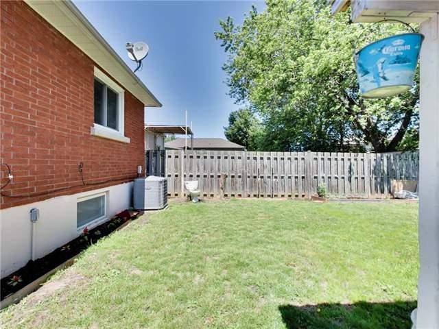 Duplex at 46 Lorne St, St. Catharines, Ontario. Image 13