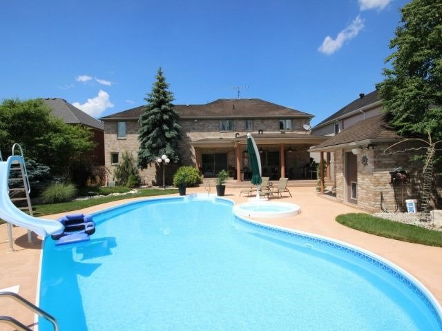 Detached at 452 Orchard Park Dr, Lakeshore, Ontario. Image 13