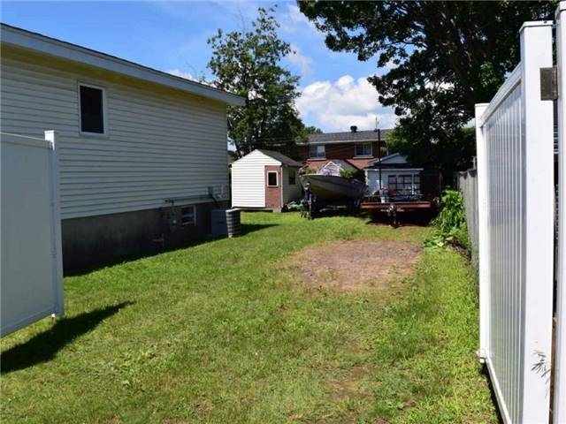 Detached at 2378 Raymond St, Clarence-Rockland, Ontario. Image 11