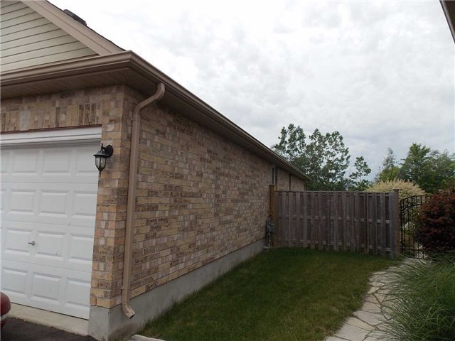 Detached at 908 Briar Crt, London, Ontario. Image 12