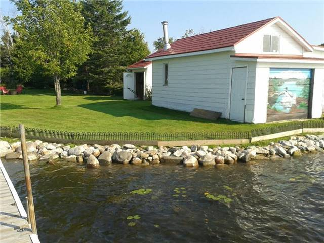 Detached at 27 Cedar Cres, Kawartha Lakes, Ontario. Image 11