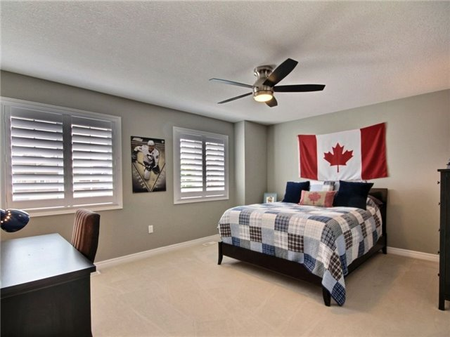 Detached at 537 Valridge Dr, Hamilton, Ontario. Image 3
