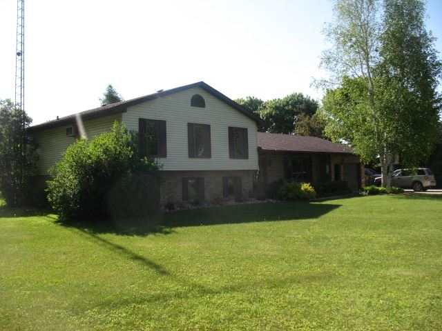Detached at 9551 Sideroad 3  N, Minto, Ontario. Image 12