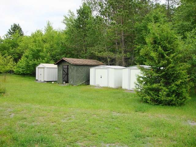 Detached at 141 Clark Line Rd, Addington Highlands, Ontario. Image 13