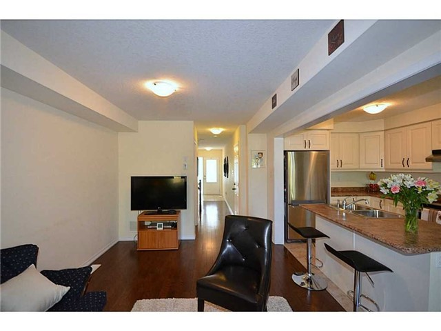 Townhouse at 12 Lynch Cres, Hamilton, Ontario. Image 16