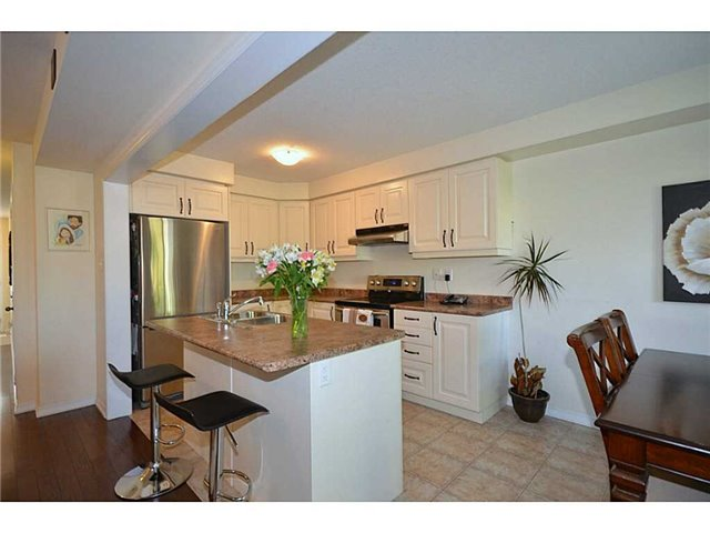 Townhouse at 12 Lynch Cres, Hamilton, Ontario. Image 2