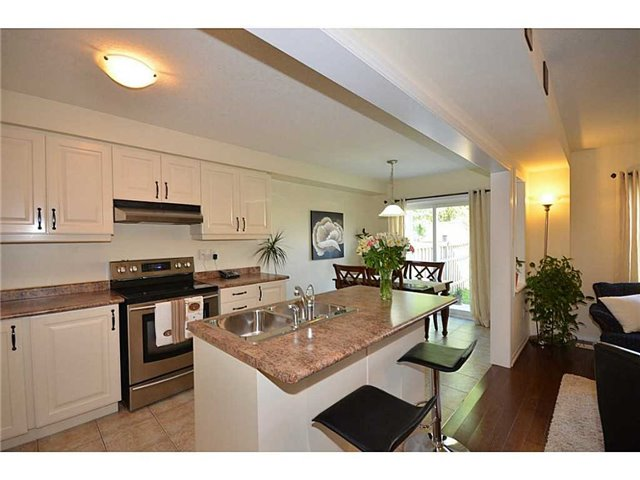 Townhouse at 12 Lynch Cres, Hamilton, Ontario. Image 4