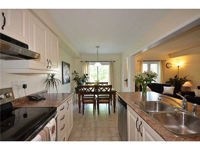 Townhouse at 12 Lynch Cres, Hamilton, Ontario. Image 5