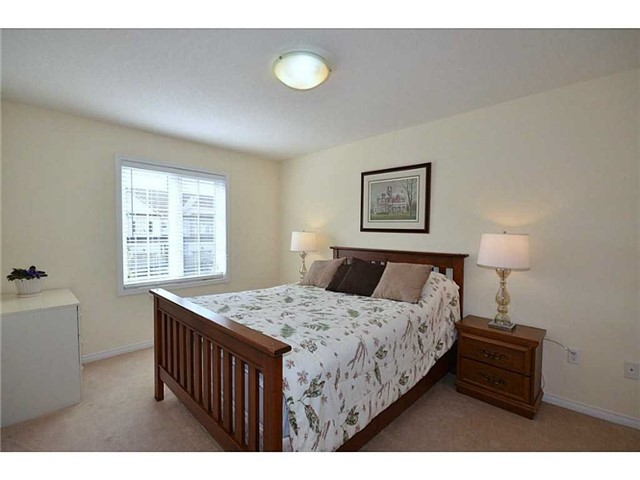 Townhouse at 12 Lynch Cres, Hamilton, Ontario. Image 6