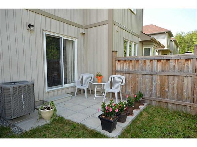Townhouse at 12 Lynch Cres, Hamilton, Ontario. Image 12