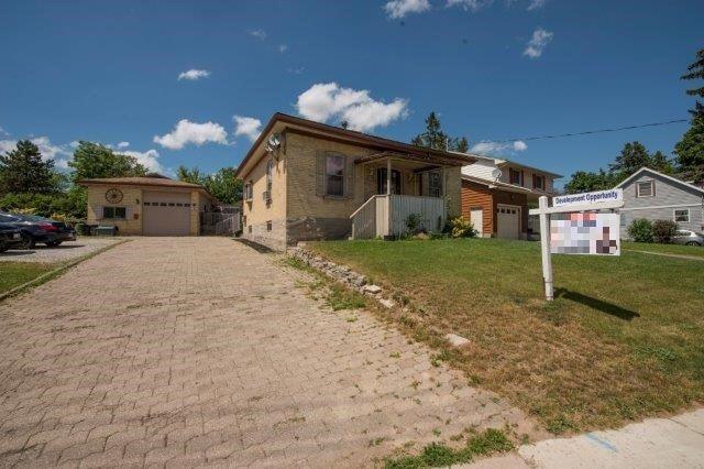Triplex at 142 Bridgeport Rd E, Cambridge, Ontario. Image 1