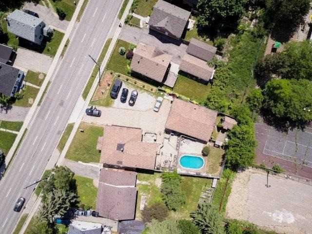 Triplex at 142 Bridgeport Rd E, Cambridge, Ontario. Image 2
