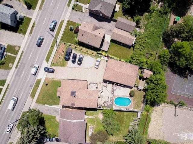 Triplex at 142 Bridgeport Rd E, Cambridge, Ontario. Image 3
