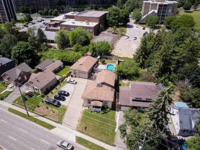 Triplex at 142 Bridgeport Rd E, Cambridge, Ontario. Image 4