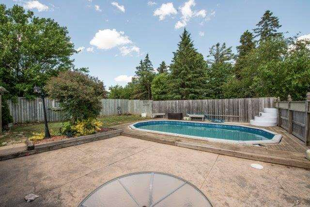 Triplex at 142 Bridgeport Rd E, Cambridge, Ontario. Image 7