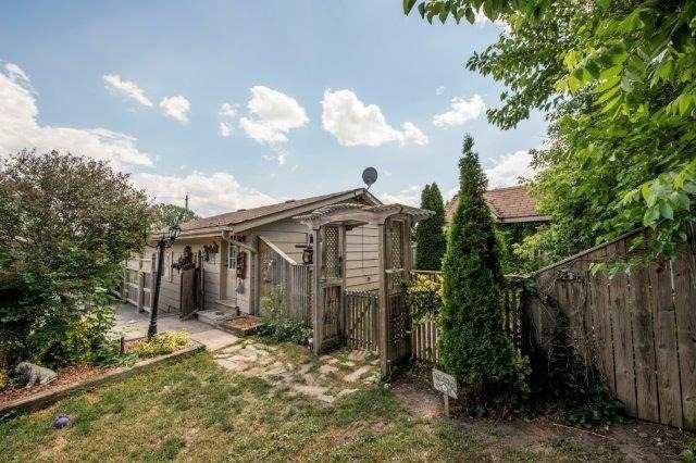 Triplex at 142 Bridgeport Rd E, Cambridge, Ontario. Image 8
