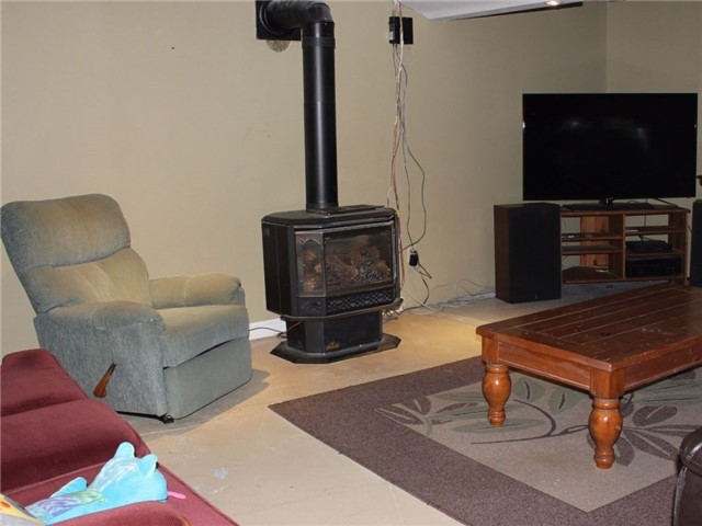 Detached at 3949 Champlain St, Clarence-Rockland, Ontario. Image 4