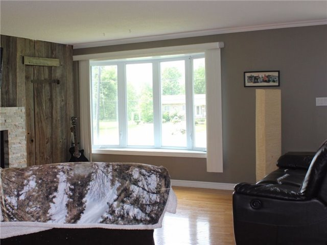 Detached at 3949 Champlain St, Clarence-Rockland, Ontario. Image 8