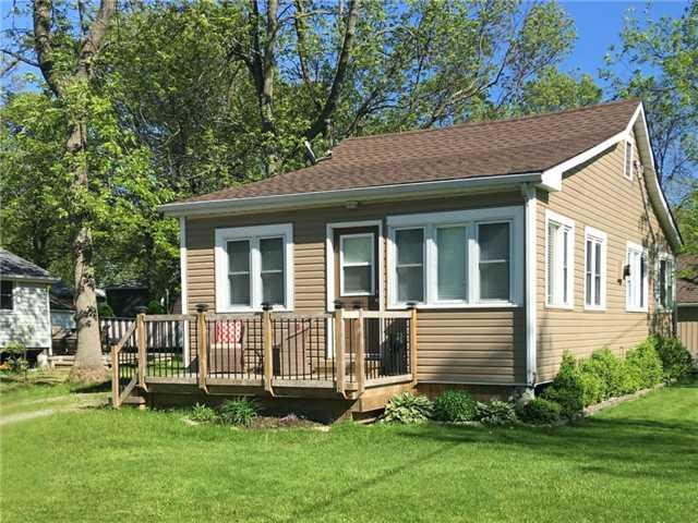 Cottage at 11 Beach Rd, Haldimand, Ontario. Image 1