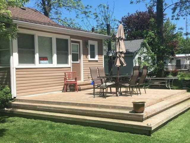 Cottage at 11 Beach Rd, Haldimand, Ontario. Image 4