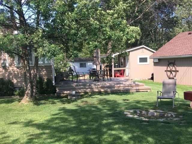 Cottage at 11 Beach Rd, Haldimand, Ontario. Image 6
