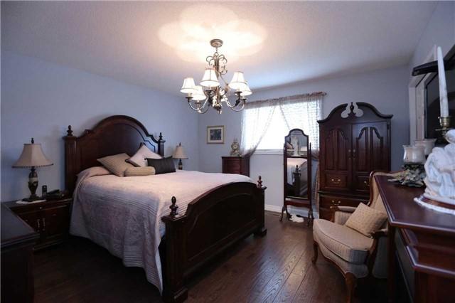 Detached at 13 Loneoak Cres, Hamilton, Ontario. Image 5