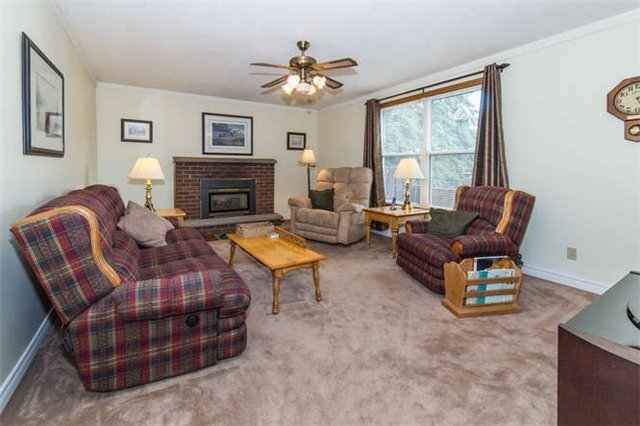 Detached at 15 Robinglade Dr, Kawartha Lakes, Ontario. Image 2