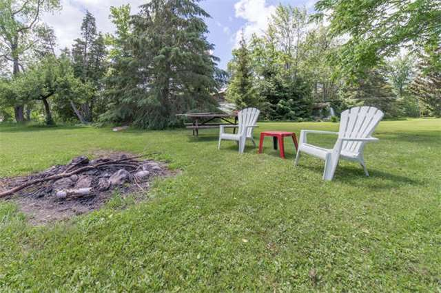 Detached at 15 Robinglade Dr, Kawartha Lakes, Ontario. Image 10