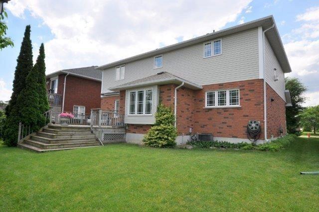 Detached at 199 Alderlea Ave, Hamilton, Ontario. Image 9