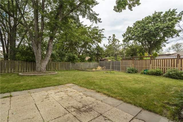 Detached at 7 Birchwood Circ, St. Catharines, Ontario. Image 5