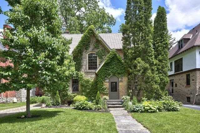 Detached at 1075 4th Ave W, Owen Sound, Ontario. Image 1