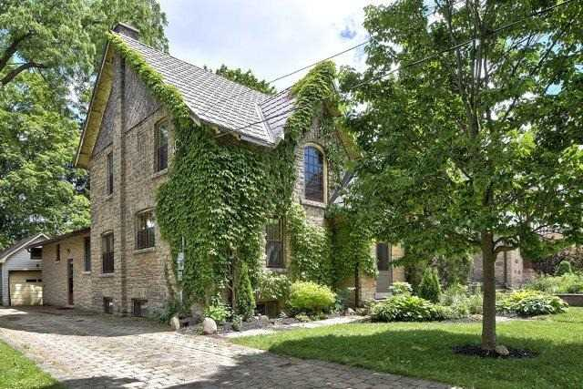 Detached at 1075 4th Ave W, Owen Sound, Ontario. Image 12