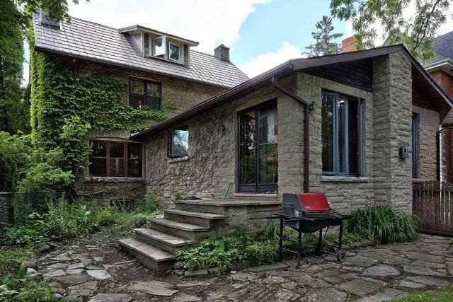 Detached at 1075 4th Ave W, Owen Sound, Ontario. Image 10
