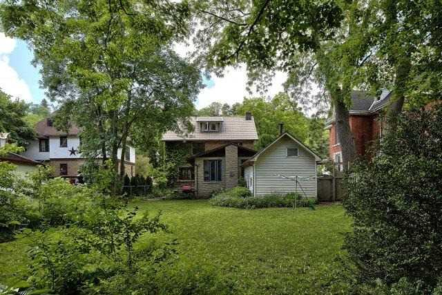 Detached at 1075 4th Ave W, Owen Sound, Ontario. Image 11