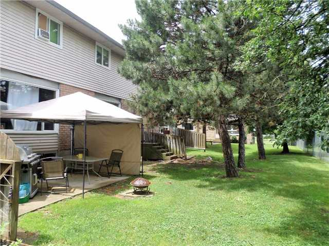 Condo Townhouse at 550 Second St, Unit 28, London, Ontario. Image 2