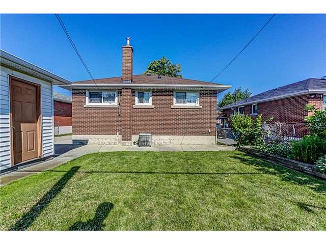 Detached at 33 Clarendon Ave, Hamilton, Ontario. Image 11