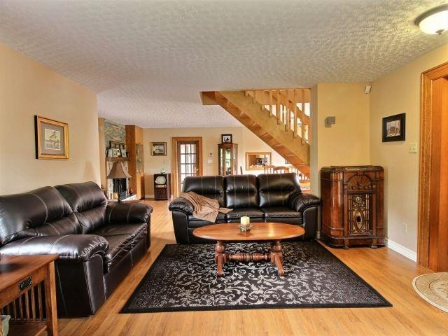 Detached at 8053 Olde Dr, Strathroy-Caradoc, Ontario. Image 15