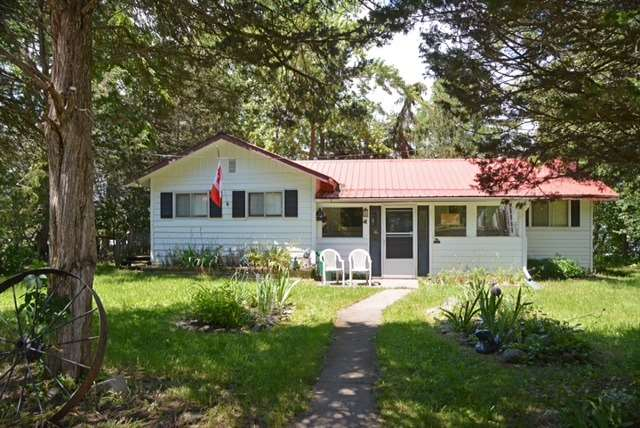 Cottage at 631 Morrison Point Rd N, Prince Edward County, Ontario. Image 16
