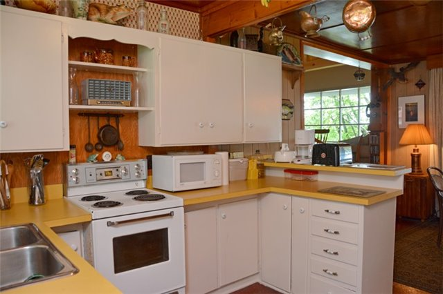 Cottage at 631 Morrison Point Rd N, Prince Edward County, Ontario. Image 3