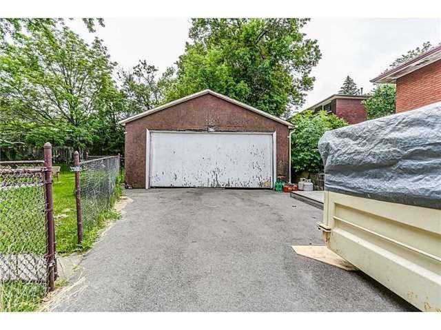 Detached at 27 Aldridge St, Hamilton, Ontario. Image 10