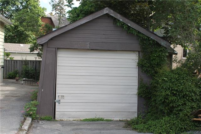 Detached at 506 Victoria St, Kingston, Ontario. Image 14