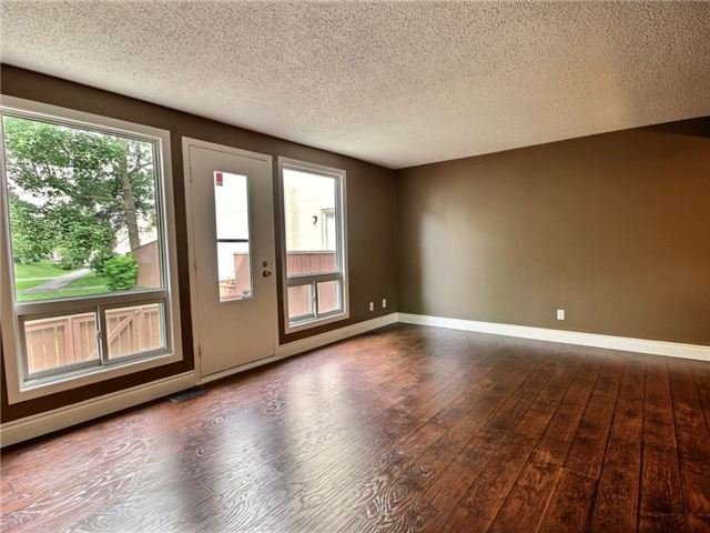 Condo Townhouse at 43 Woodfield Dr, Unit D, Ottawa, Ontario. Image 10
