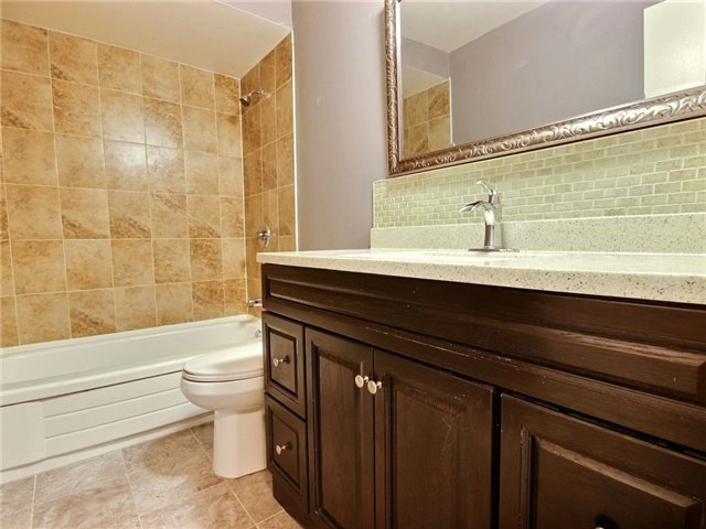 Condo Townhouse at 43 Woodfield Dr, Unit D, Ottawa, Ontario. Image 12