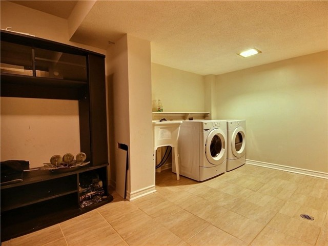 Condo Townhouse at 43 Woodfield Dr, Unit D, Ottawa, Ontario. Image 16