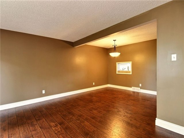 Condo Townhouse at 43 Woodfield Dr, Unit D, Ottawa, Ontario. Image 6