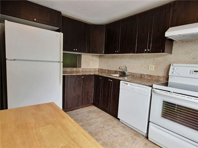Condo Townhouse at 43 Woodfield Dr, Unit D, Ottawa, Ontario. Image 7
