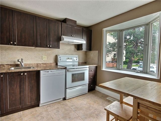 Condo Townhouse at 43 Woodfield Dr, Unit D, Ottawa, Ontario. Image 8